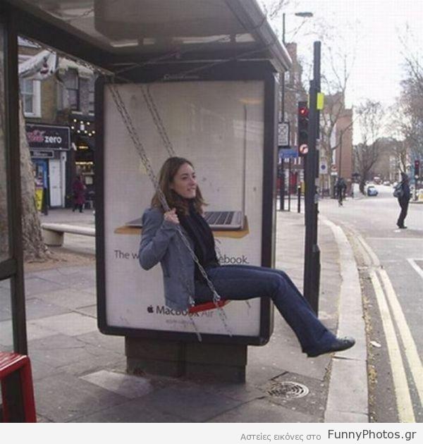 Κούνια σε στάση λεωφορείου