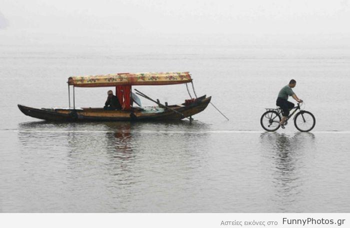 Ποδηλατάδα στη λίμνη